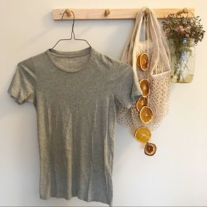 Grey fitted T